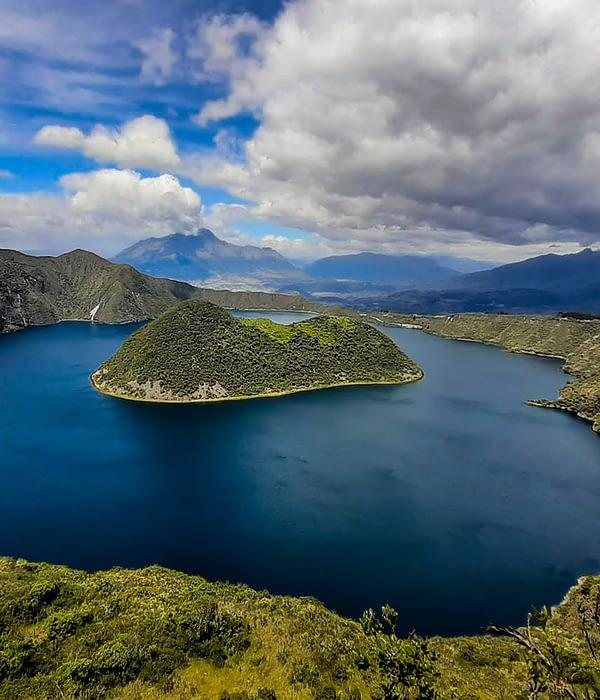 BEST HIKING trail around Cuicocha Lake
