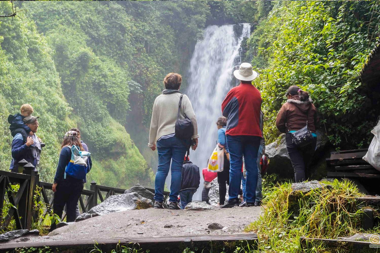 Communities trip & Cuicocha lake tour Cascada de Peguche otavalo